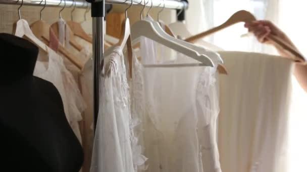 Hochzeit Kleid-Designer-Kleider — Stockvideo © Scharfsinn #159042834