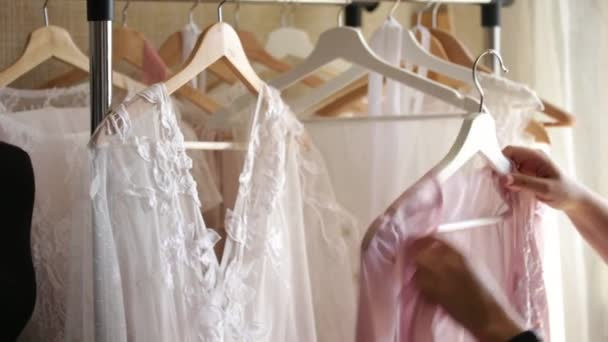Hochzeit Kleid-Designer-Kleider — Stockvideo © Scharfsinn #159042842