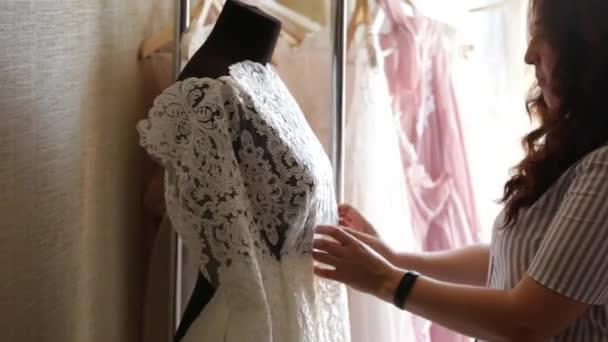 Hochzeit Kleid-Designer-Kleider — Stockvideo © Scharfsinn #159042846