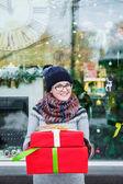Nő a karácsonyi ajándékok