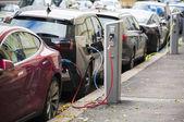 Mnoho elektromobilu jsou účtovány nabíjecích stanic