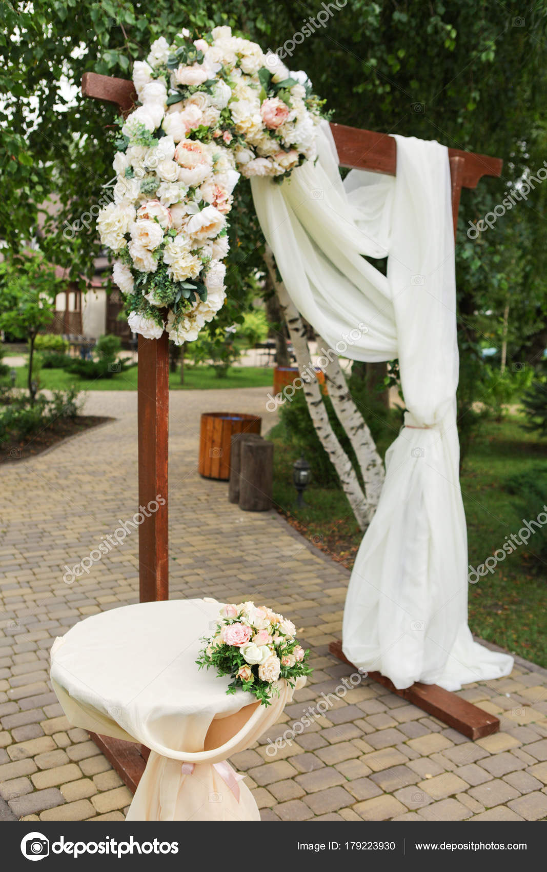 pictures of decorated arches for weddings how to decorate wedding arch with fresh flowers 6510