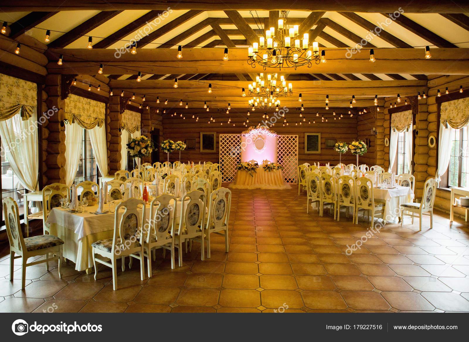 Restaurant Fur Eine Hochzeitsfeier Stockfoto C Scharfsinn 179227516