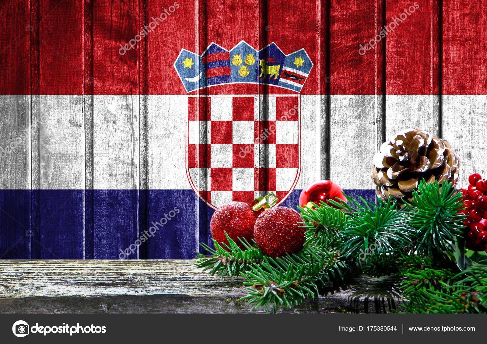 Weihnachten In Kroatien.Aus Holz Weihnachten Hintergrund Mit Einer Fahne Von Kroatien Es