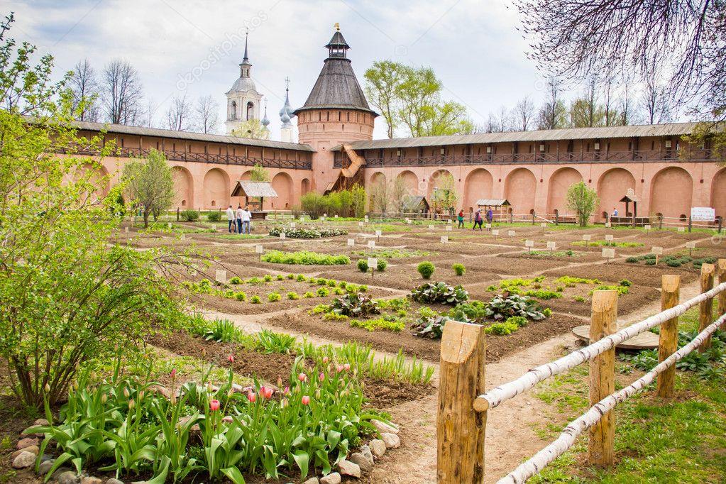 Incroyable Apotheke Garten Im Kloster Susdal Touristischen Stadt Des Russischen U2014 Foto  Von Konevaelvira.gmail.com| ...