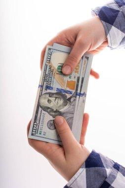 Amerikan doları banknotlarını mali faaliyet olarak tutan eller