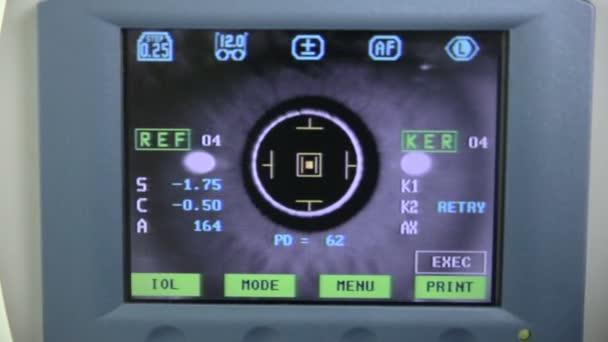 Modern orvosi bemutatás-val képernyő a szem-szem vizsgálata során.