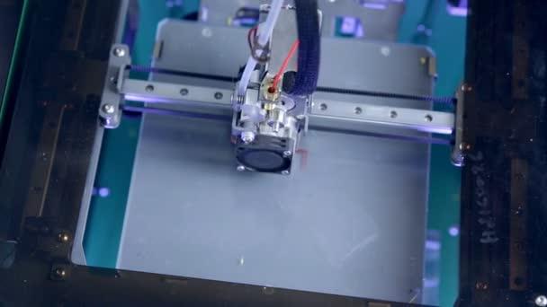 3D Printer starts printing 3D industrial model. Timelapse.