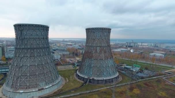 Letecký pohled na elektrárny, teplárny. Dýmka v průmyslové oblasti