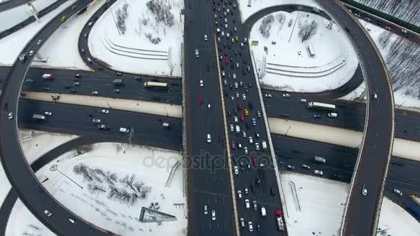 Sok metsző autópályák. A légi felvétel a drone.