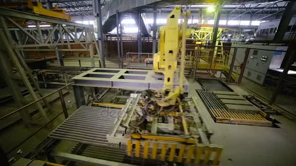 Industrielle Roboterarm Fertigung Ziegel. Timelapse.