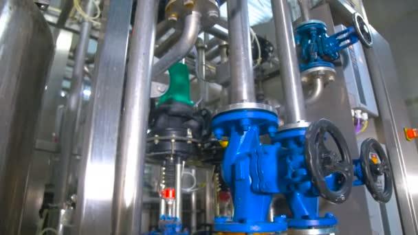 Potrubí, zásobníky, nádrže v průmyslové výrobě. Chemické, plyn, ropa, waterbio plynových potrubí