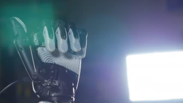Bionické paže. Inovativní robotickou ruku z 3d tiskárny. Futuristické technologie.