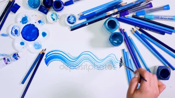 Umělec modré pozadí výkresu. Stylový designový stůl z výšky.