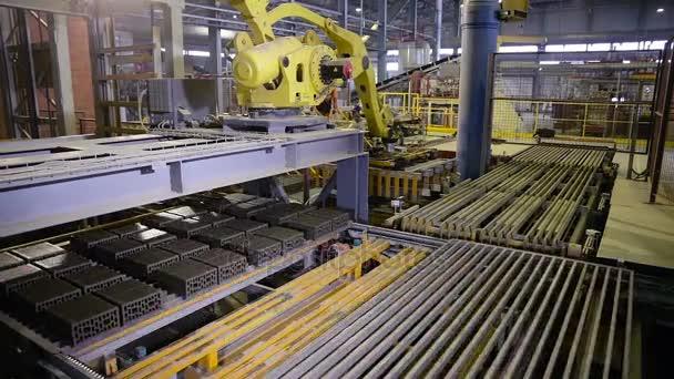 Automatizovaný stroj kompletizované výrobky na moderní výrobní lince
