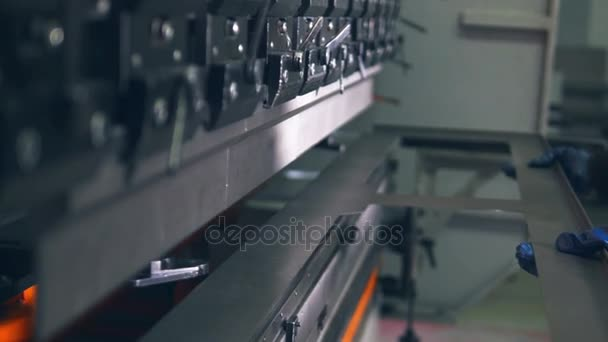 Pracovní ohýbání plechů na Cnc Lisy hydraulické brzdy. Detail