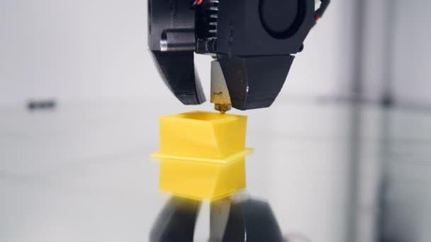 3D-s nyomtató. Műanyag drót izzóspirál 3d nyomtató a nyomtatás.