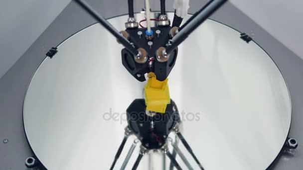 Műanyag drót izzóspirál 3d nyomtató a nyomtatás. TimeLapse