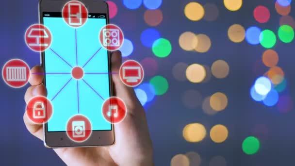 4 k. muž spravuje Smart Home s smartphone. Futuristický koncept zařízení
