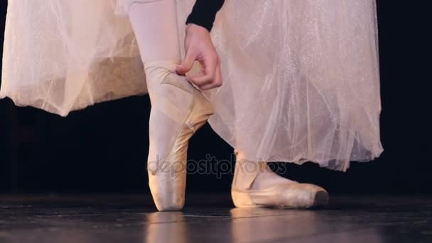Close-up of the unrecognised ballerina standing on pointe shoes. HD.