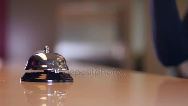 Recepce hotelu zvon. Detail. 4k