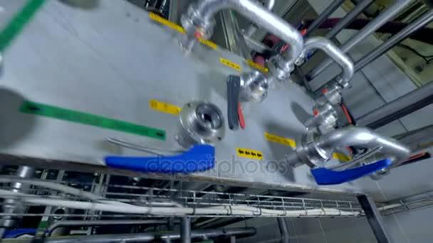 Při pohledu zblízka na ovládacím panelu pro mlékárenské výroby vody