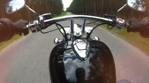 Pěst místo pohled na jízdu na motocyklu. 4k