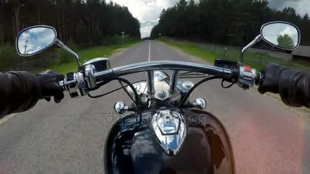 Rychlý motocykl ride, řídítka zblízka.