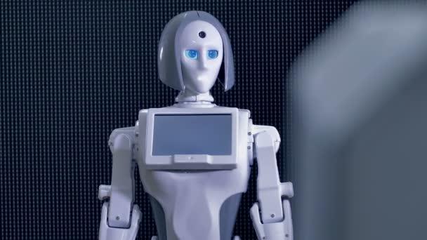 Fehér női robot, kérve, hogy jöjjön közelebb.