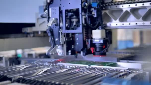 Automatizált citcuit tábla gyártás gép. 4k.