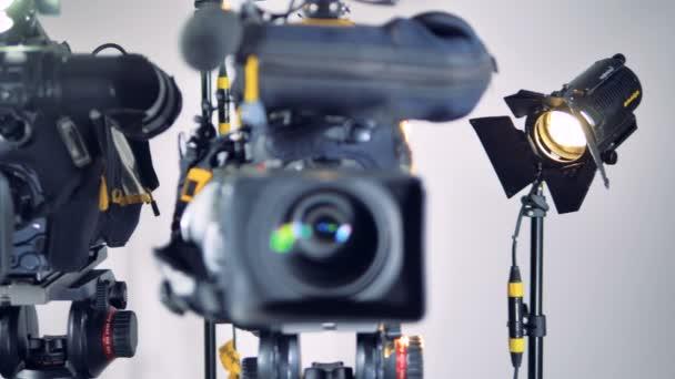 Tři různé video kamery a jeden z nich rozmazané