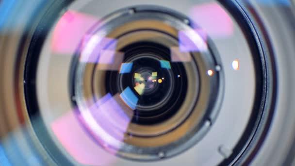 A kamera lencséje a részletes belső működését a makró nézet.