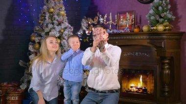 Видеоролик мама и папа дочь и сын