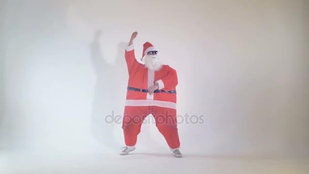 Vidám Mikulás, karácsony estéjén bulizás. 4k.