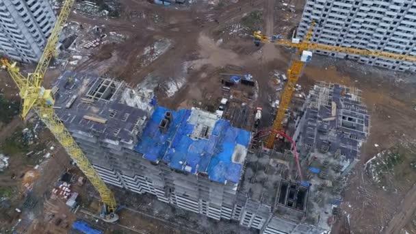 A top view on a construction site with a concrete pump.