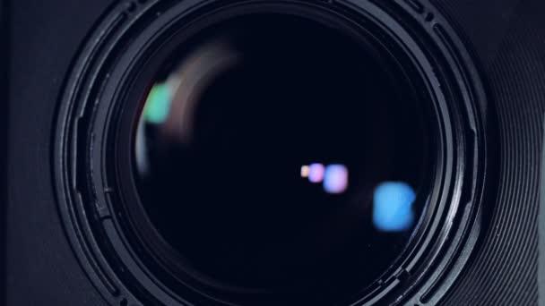 Ein Makro-Ansicht auf einem schwarzen Kamera-Objektiv