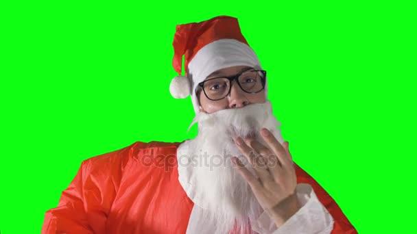 Detail na Santa Claus primping a při pohledu na fotoaparát