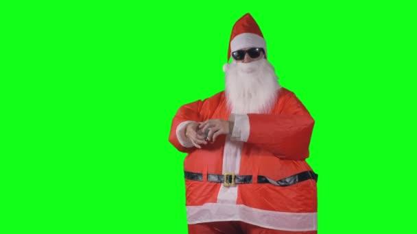 Santa Claus se nezdaří na kouzelnické triky s vánoční ozdoby