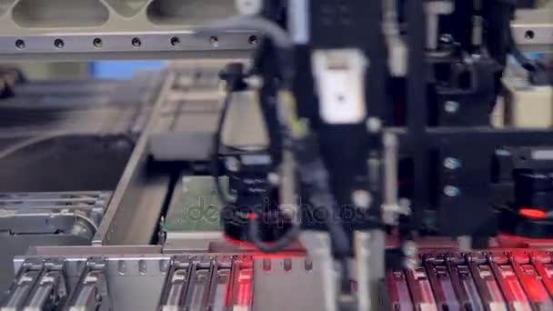 Elektronika bérmunka. NYÁK áramköri chip termelési folyamat. 4k