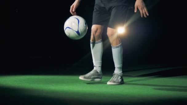 A soccer player does tricks with the ball. 4K.