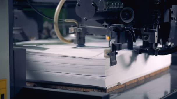 Listy jsou načítání v ofsetové tiskové stroje