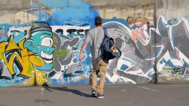 Artista de graffiti es subir a la pared 95030366368