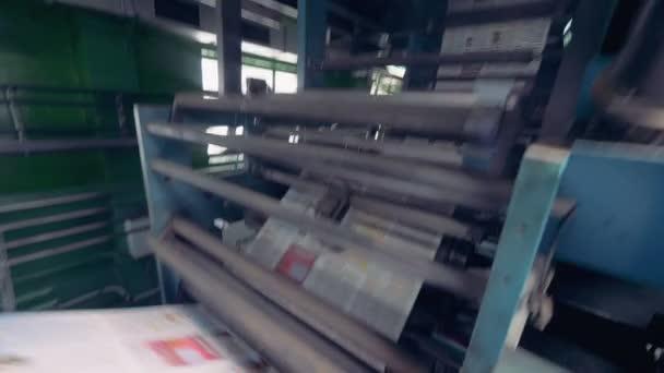 Dynamická kamera motion tištěných novin na zařízení pro tisk