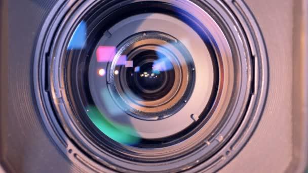 Je zvětšení vnitřního objektivu videokamery
