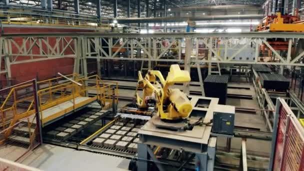 Průmyslové továrny s robotickým vybavením