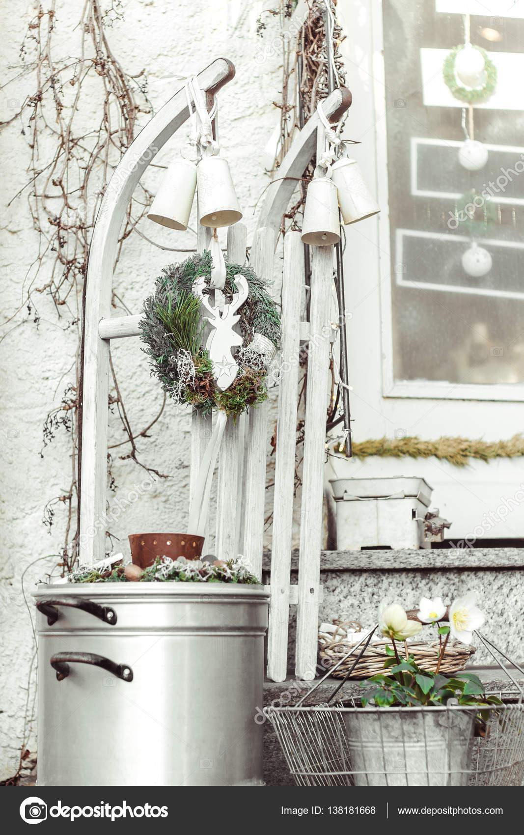 Schlitten dekorieren beautiful santa claus schlitten for Weihnachten wohnung dekorieren