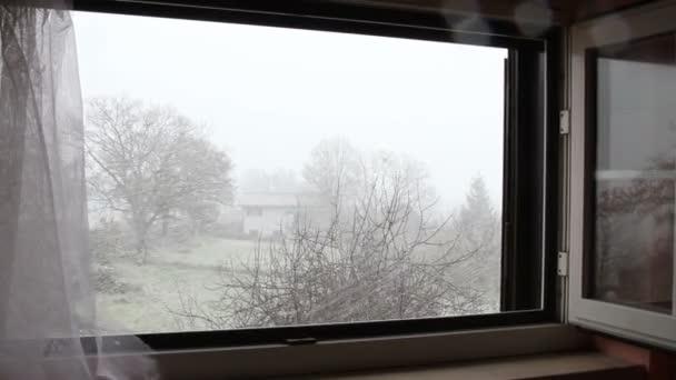 Sněžení pohled z okna