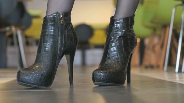 Grote laarzen Videos