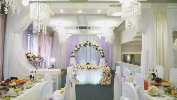 Decoraci n de sal n de lujo para bodas v deos de stock for Decoracion de salon para boda