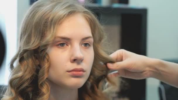 Taglio di capelli per volume